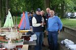 Im Hintergrund: Rüdiger Gehrmann und Hermann Diercks von der AGM
